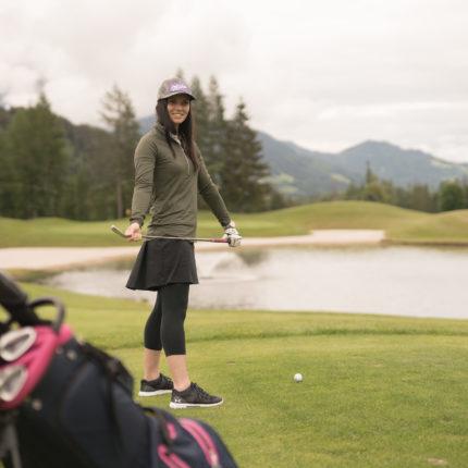 Anna Veith beim Golfen in Schladming-Dachstein
